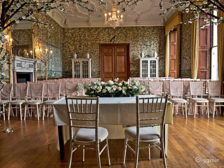 Fascinating Drawing Room in Stafford Photo 4