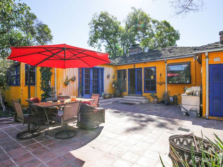 Colorful House, huge backyard & stunning Pool!  Photo 5