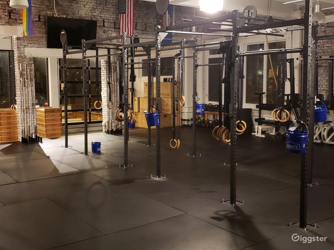 Spacious Fitness Center Photo 1