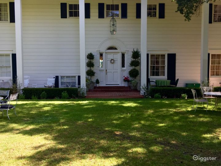 Large secluded home with beautiful grounds Photo 2