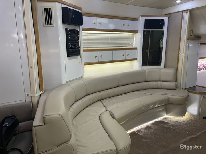Modish 43FT MAXUM Oceanika Party Yacht Space Events Photo 2
