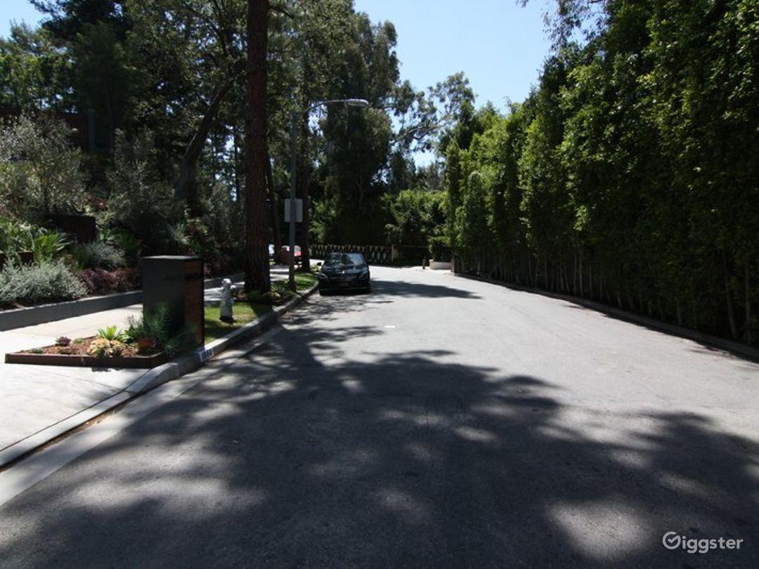 Modern Beverly Hills Home 3501 Photo 3