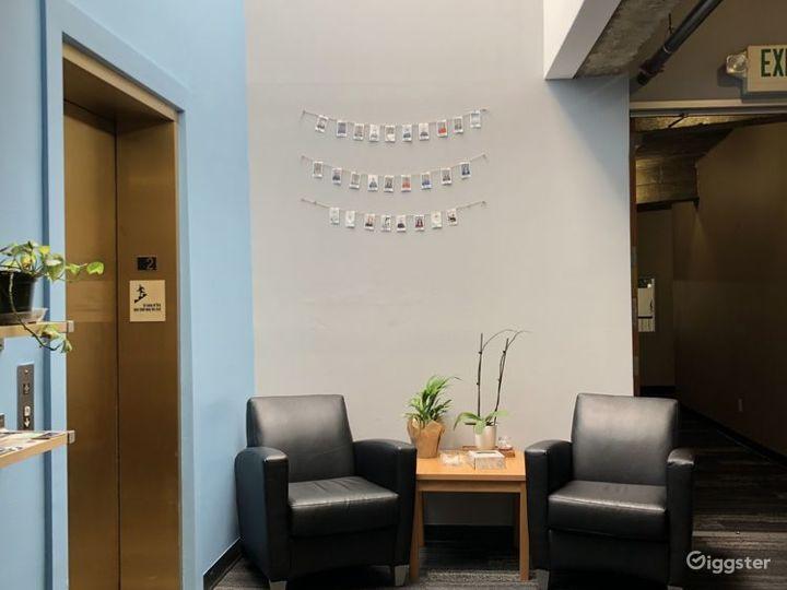 Bright Medium Conference Room Photo 5
