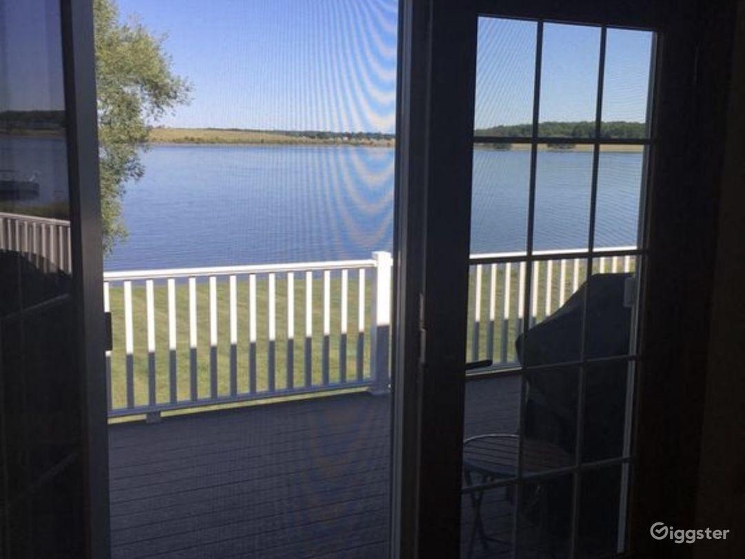 Gorgeous riverfront home Photo 5