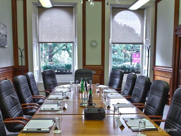 Well-lighted Boardroom in Edinburgh Photo 2