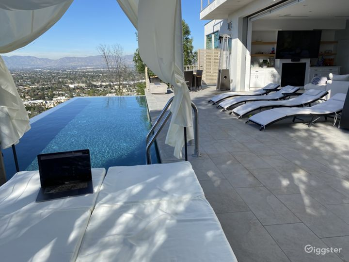 Pool daybed