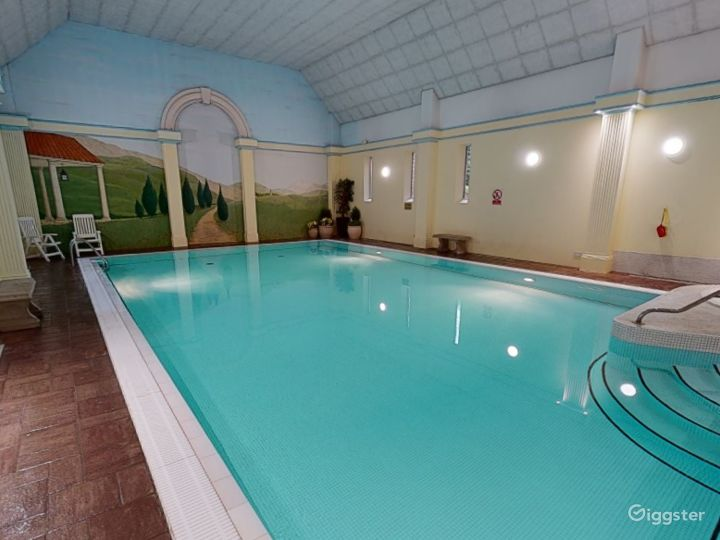 Large Hotel Pool in Oxford
