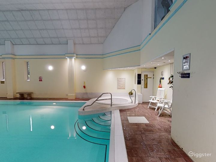 Large Hotel Pool in Oxford Photo 5