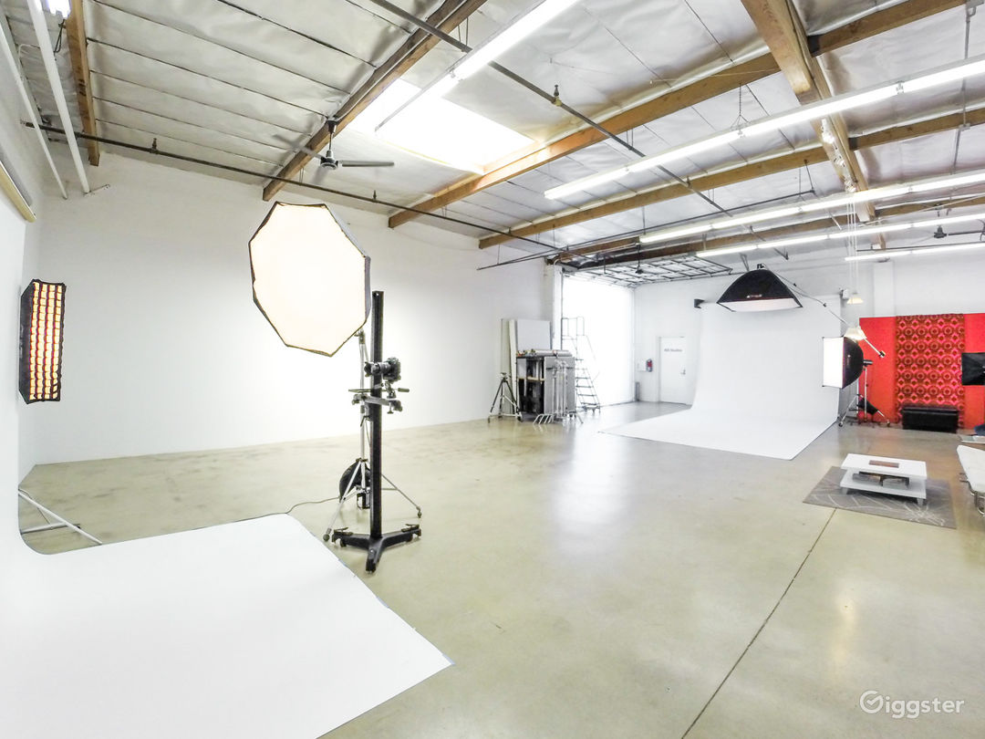 Photography Rental Studio- Full Service -Top Rated Photo 1