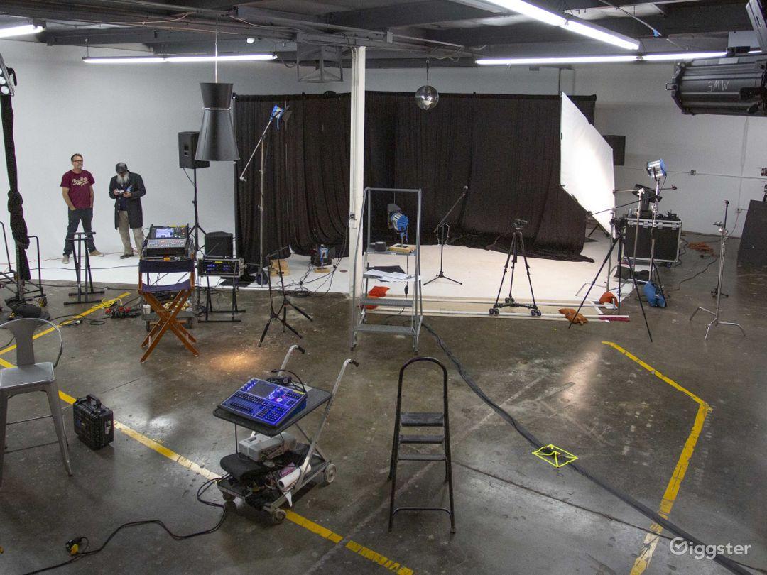 Spacious Orange County Studio with a 60' Cyc, Amen Photo 3