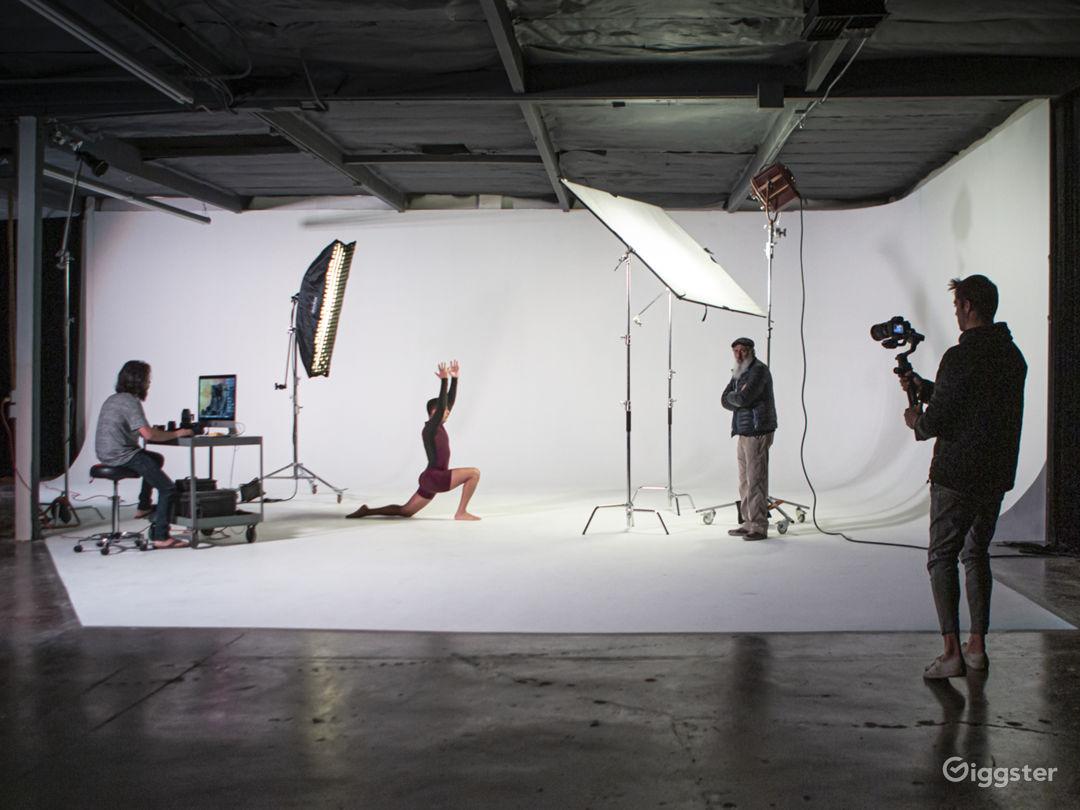 Spacious Orange County Studio with a 60' Cyc, Amen Photo 4