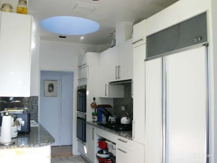 Upper west side apartment: Location 4133 Photo 4