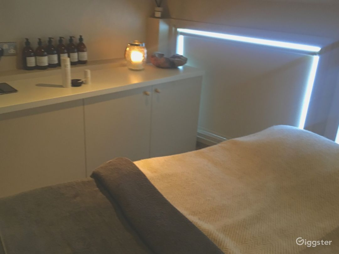 Atmospheric Therapy Room in London Photo 1