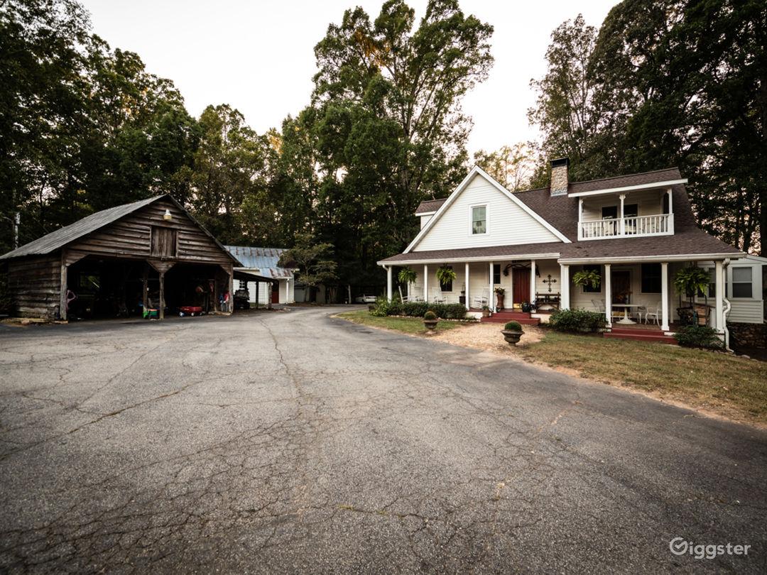 40 Acre Farm - Rustic Farmhouse - Homestead Photo 2