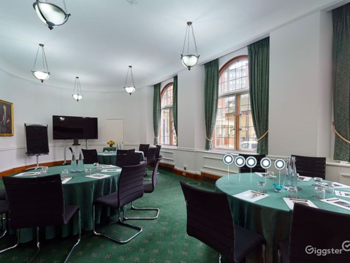 Council Room in London Photo 2