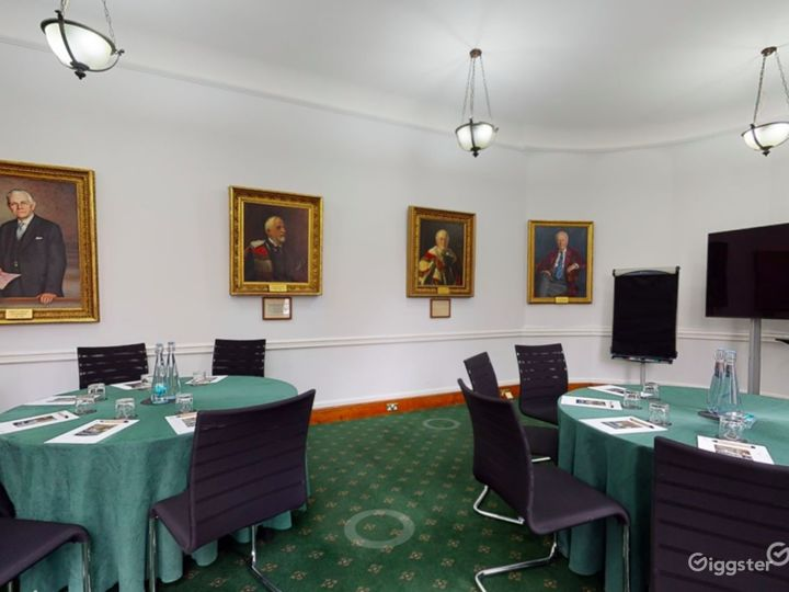 Council Room in London Photo 4