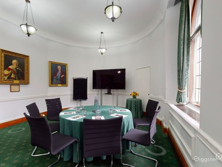 Council Room in London Photo 3