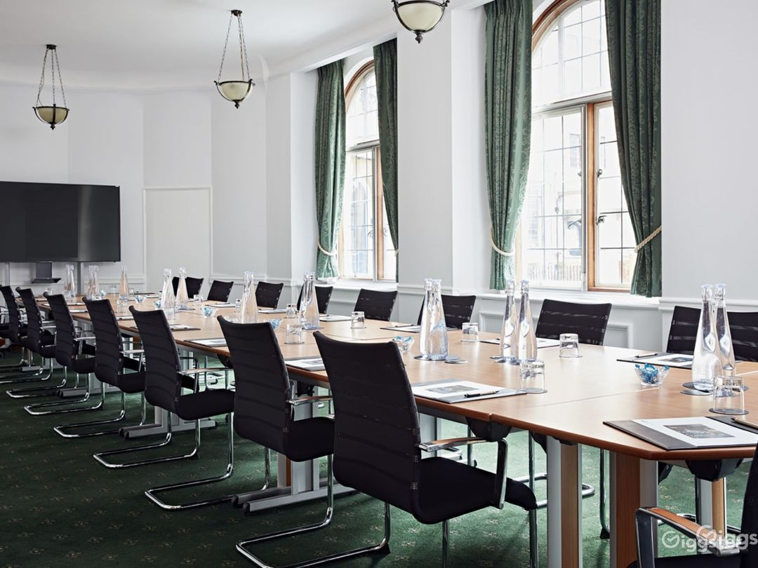 Council Room in London Photo 1