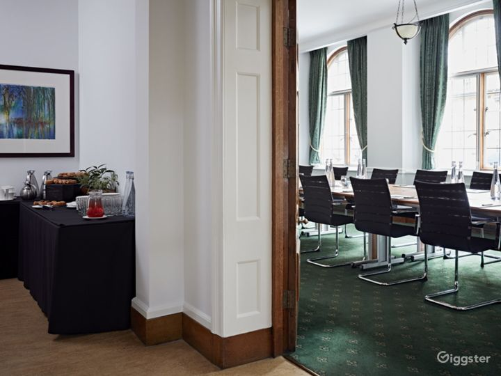 Council Room in London Photo 5