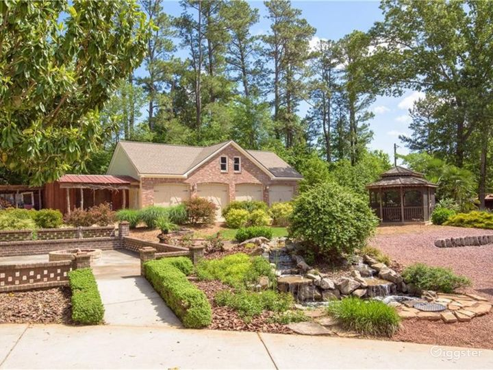 Private Country Estate and Sanctuary on 2+ Acres Photo 3