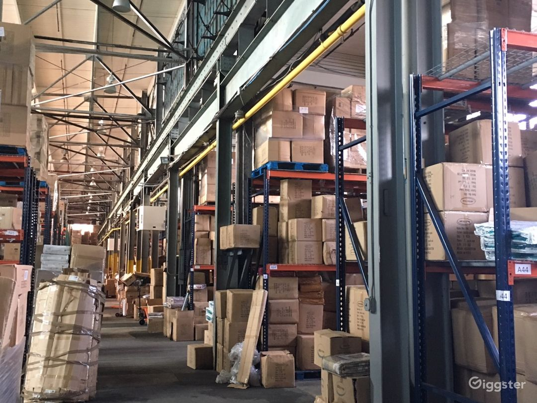 Massive storage warehouse Photo 3