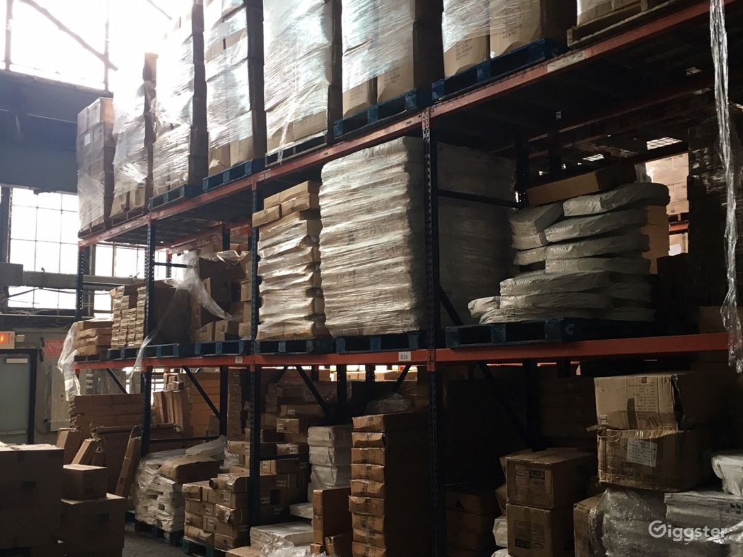 Massive storage warehouse Photo 4