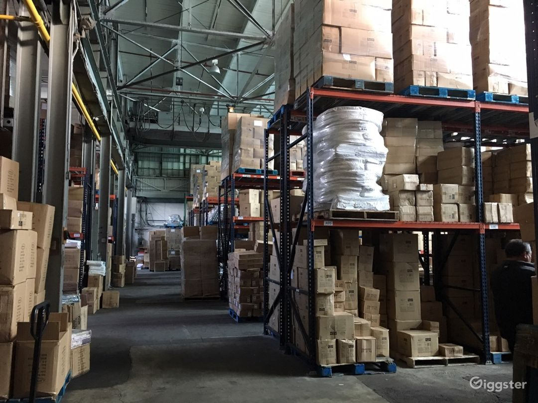 Massive storage warehouse Photo 5