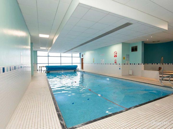 Delightful Hotel Pool in Reading Photo 2