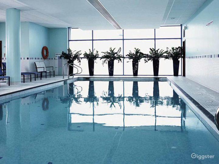 Delightful Hotel Pool in Reading Photo 4