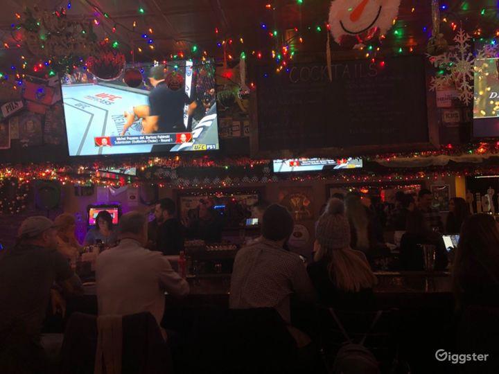 Neighborhood Bar & Live Music Venue in Chicago Photo 4