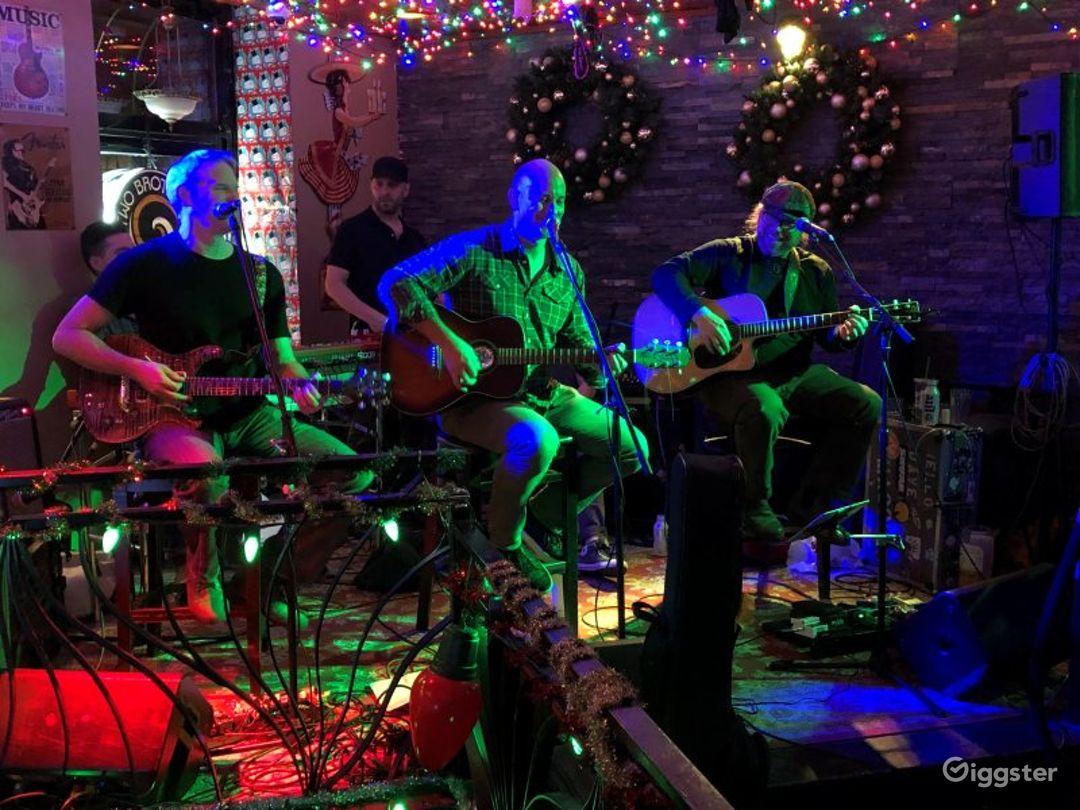 Neighborhood Bar & Live Music Venue in Chicago Photo 1