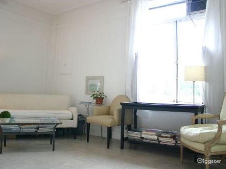 Contemporary NY apartment: Location 2311 Photo 4