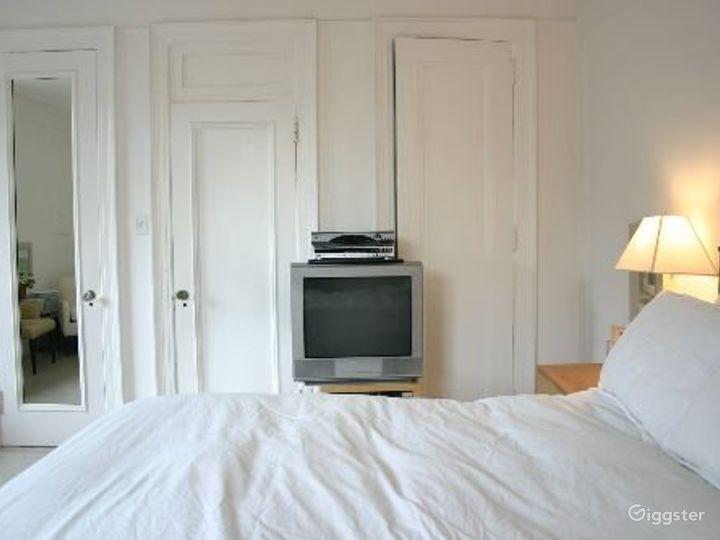 Contemporary NY apartment: Location 2311 Photo 5