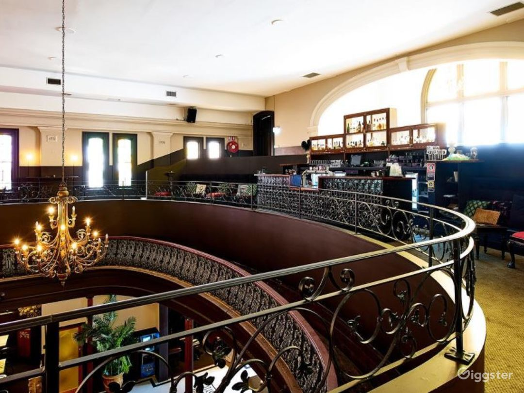 Spacious Mezzanine with a Vintage 1920s Theme  Photo 1