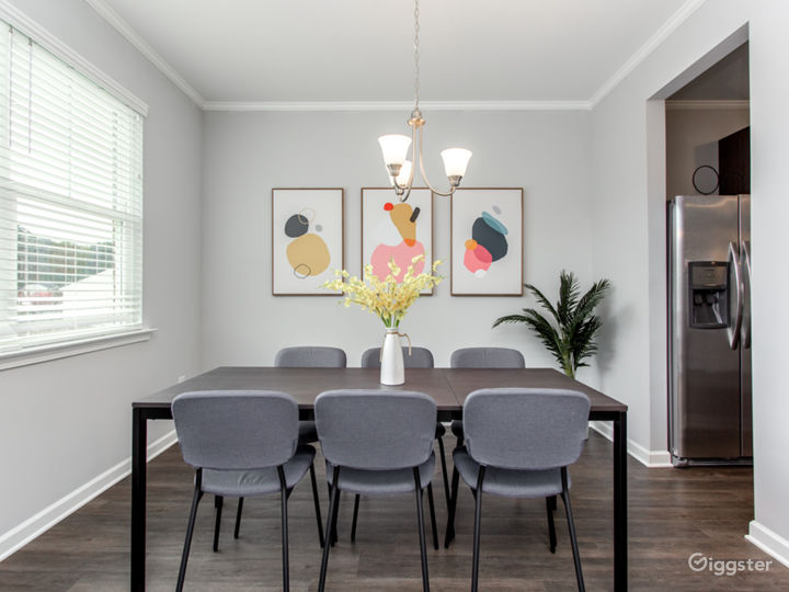 Updated and Spacious Townhome/Near Airport Photo 3