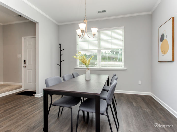 Updated and Spacious Townhome/Near Airport Photo 4