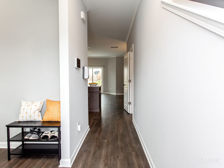 Updated and Spacious Townhome/Near Airport Photo 2