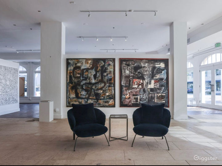 Contemporary Art Gallery in the Heart of Palm Beach Photo 2