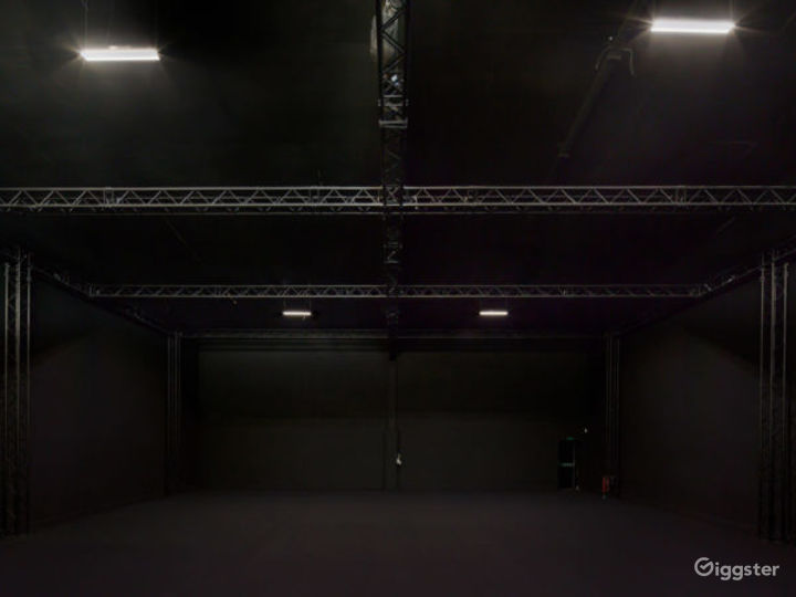 Everything Under One Roof - Spacious Studio   Photo 2