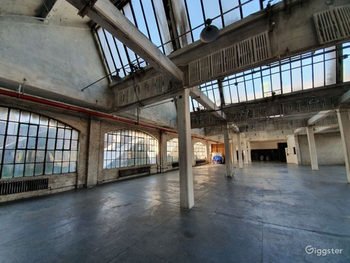 Fantastic UNIQUE Warehouse Photo 3