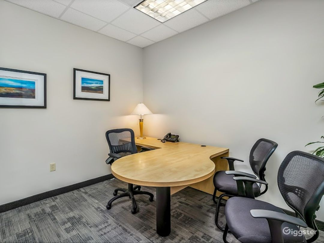 Clean and Cozy Office for 4 People in Charlotte  Photo 1
