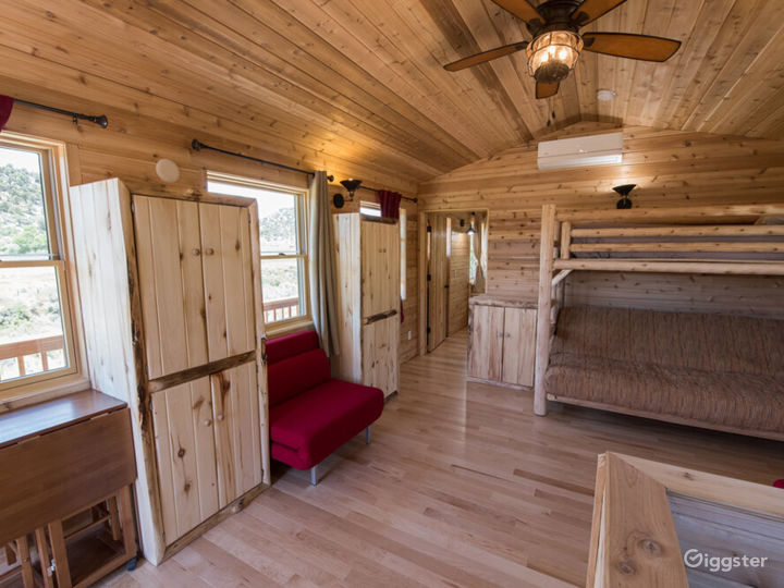 Spacious Cabin 3 with Great View of Valley Photo 4
