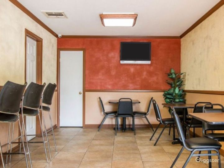 Intimate Dining Area Photo 2