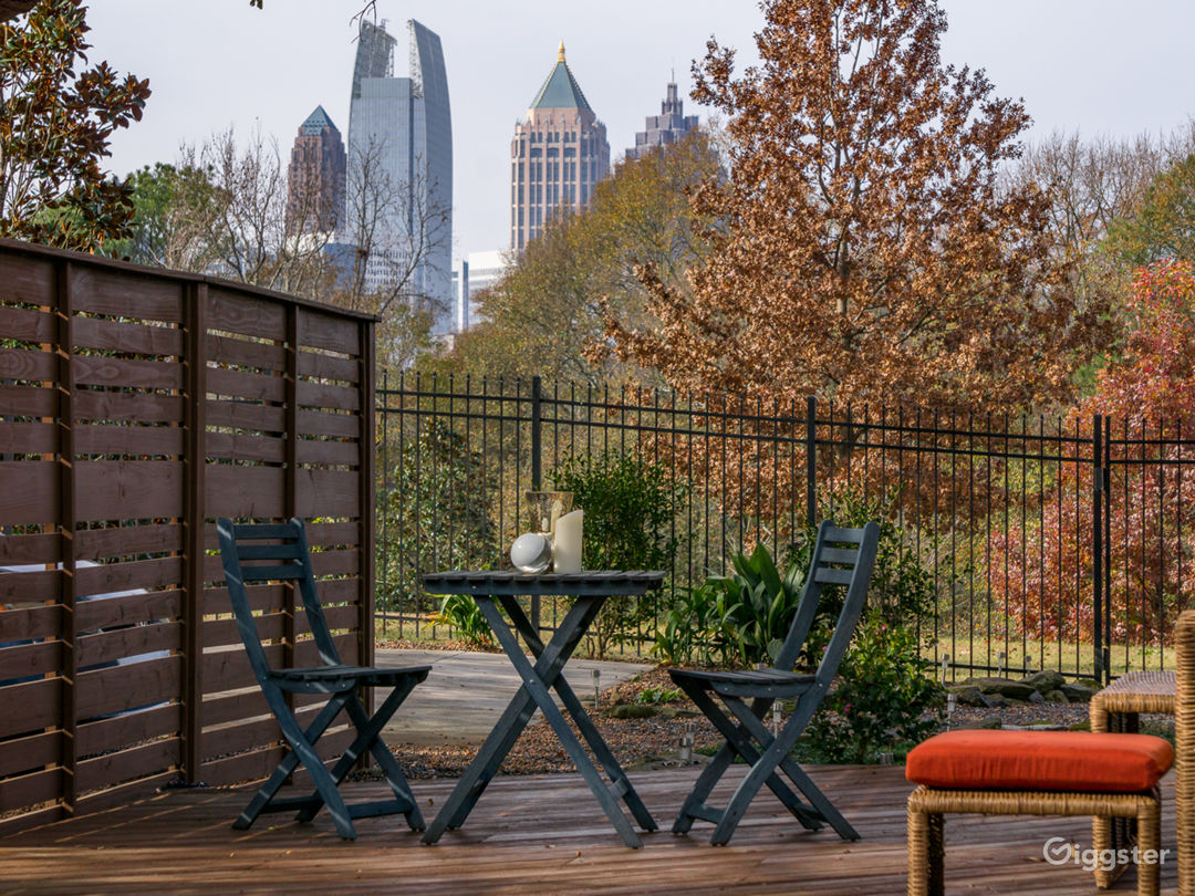 Great view of the midtown skyline.  Private entrance to piedmont park with plenty of room!