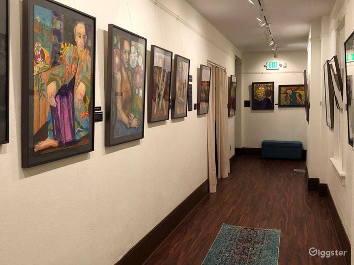 Elegant Lobby & Art Gallery Photo 2
