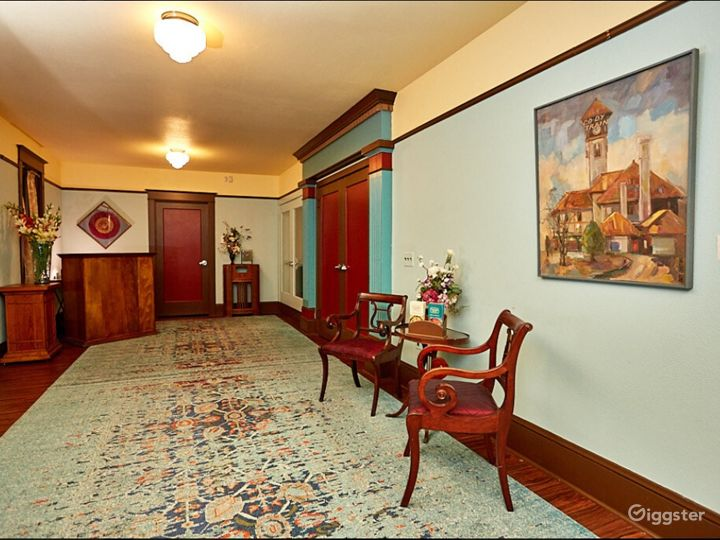 Elegant Lobby & Art Gallery Photo 5