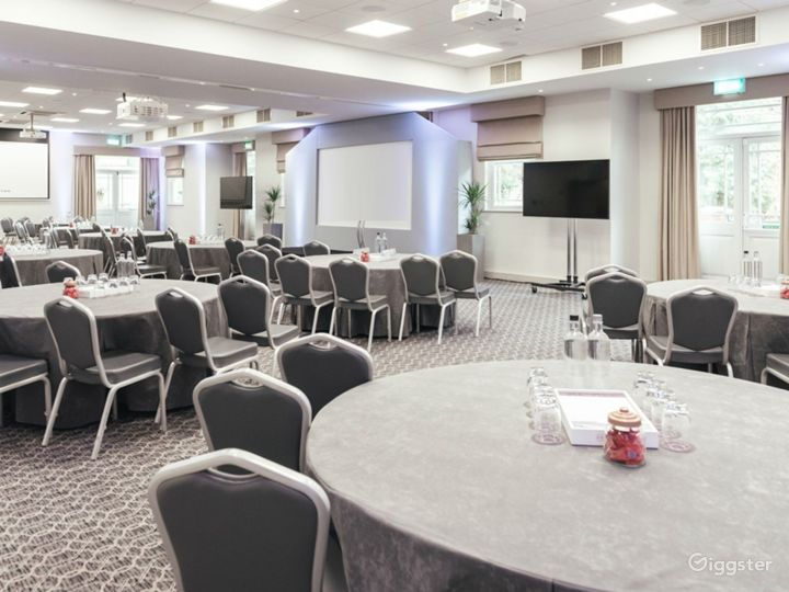 Venue for up to 250 people in Dorking Photo 3