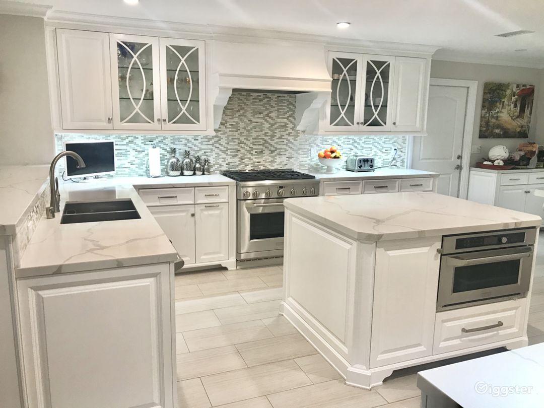 Transitional Open White Kitchen Photo 1