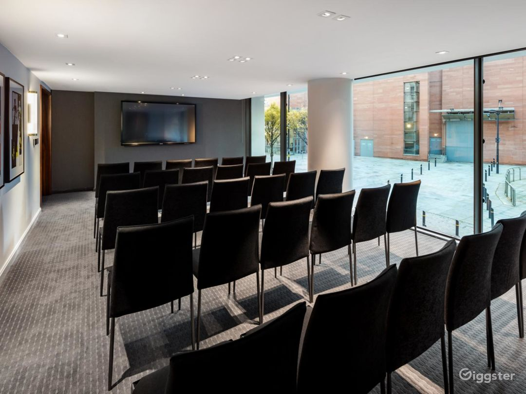 Marvelous Private Room 7 in Manchester Photo 1