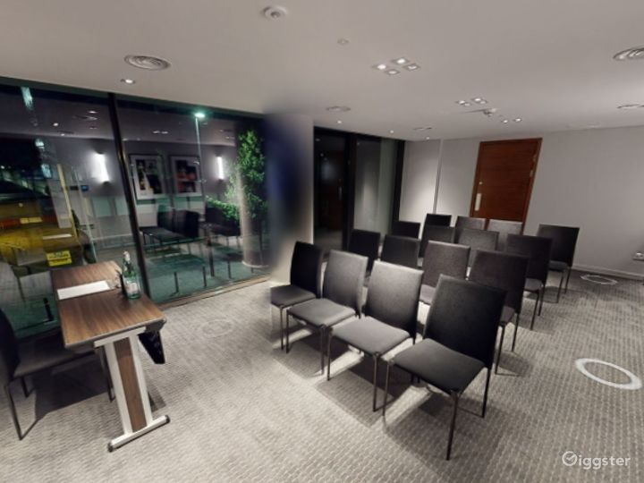Marvelous Private Room 7 in Manchester Photo 5